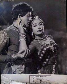 Rare publicity stills from Dil Apna aur Preet Parai Bollywood Posters, Bollywood Cinema, Bollywood Actors, Old Film Stars, Movie Stars, Asian Photography, Film Icon, Film World, Indian Star