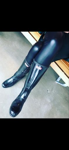 Wellies Rain Boots, Nice Things, Hunter Boots, Leather Boots, Rubber Rain Boots, Latex, Women's Fashion, Shoes, Leather