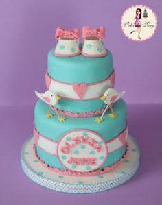 Para as mamães: bolo para Chá de Bebê com sapatinhos! Mais fotos e ideias em: http://mamaepratica.com.br/2014/02/07/25-exemplos-de-bolos-para-cha-de-bebe/
