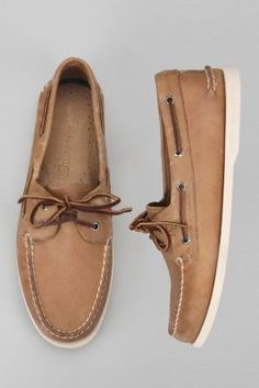 Can't believe I'm actually dating this but I WANT a pair of Sperrys.