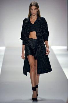 Jill Stuart Spring 2013 Ready-to-Wear Fashion Show - Ophelie Rupp Catwalk Fashion, Fashion Show, Fashion Design, Nyc Fashion, Black Magic Woman, Fashion Forecasting, Fashion Images, Passion For Fashion, Spring Fashion