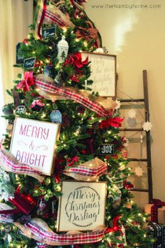 Using Signs in your Christmas Tree