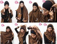 Pashmina Style hijab 1)Kenakan inner hijab 2)Kenakan pashmina, pastikan ujung kanan dan kiri dalam keadaan panjang dan pendek 3)Tarik ujung yang pendek ke arah telinga yang berlawanan 4)Pasang jarum pentul untuk menahannya 5)Ambil bagian pashmina yang berujung panjang, tarik bagian/sisi dalamnya 6)Lilitkan hingga atas kepala, kaitkan dengan jarum pentul 7)OK
