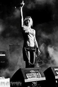 ...Angela Gossow... Arch Enemy _\../ we willl rise!!!!!