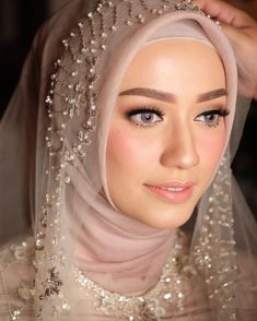 Still from quran recitation. Hijab by . Hijabi Wedding, Wedding Hijab Styles, Kebaya Wedding, Muslimah Wedding Dress, Muslim Wedding Dresses, Muslim Brides, Wedding Abaya, Muslim Couples, Hijab Makeup