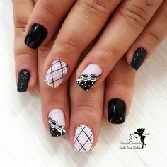 Styling your finger nails with decorative stencils Pastel Nails, Purple Nails, Red Nails, Hair And Nails, Acrylic Nails, Nagellack Design, Trendy Nail Art, Heart Nails, French Tip Nails