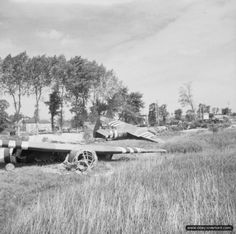 Gliders which crash landed on the banks of the Caen Canal, bringing men of the Oxfordshire & Buckinghamshire Light Infantry on D-Day. Battle Of Normandy, D Day Normandy, Normandy Beach, Normandy Ww2, Photos Du, Old Photos, Operation Market Garden, Parachute Regiment, D Day Landings
