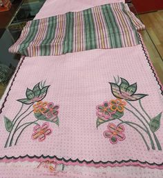 Simple Embroidery Designs, Diy Embroidery Patterns, Embroidery Boutique, Kurti Embroidery Design, Embroidery On Clothes, Embroidery Fashion, Hand Embroidery, Machine Embroidery, Beaded Embroidery