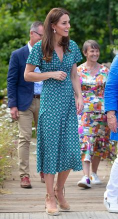 Kate Middleton's Go-to Castaner's Espadrilles Are Her Summer Staples – Footwear News Kate Middleton Shoes, Kate Middleton Style, Duchesse Kate, Baby Blue Dresses, Lace Up Espadrilles, Duchess Of Cambridge, Green Dress, Celebrity Style, Vestidos