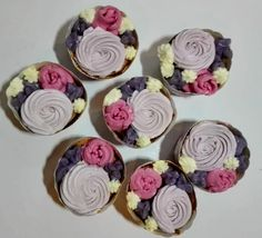 strawberry cup cakes with buttercream flowers Buttercream Flowers, Cup Cakes, Strawberry, Sweets, Desserts, Food, Tailgate Desserts, Deserts, Goodies