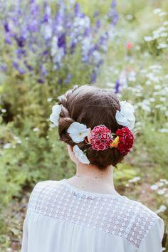 Coiffure de mariage fleurie, chignon et tresses torsade, DIY, tuto coiffure de L'Échoppe Végétale