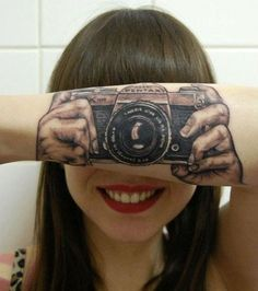 Say Cheese Camera Tattoo Turns Girls Forearm into an Optical Illusion pentaxcame. One Word Tattoos, Fake Tattoos, White Tattoos, Arrow Tattoos, Temporary Tattoos, Small Tattoos, Tatoos, Optical Illusion Tattoo, Optical Illusions
