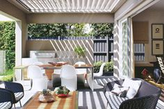 Here are 8 easy tips for designing a relaxing and luxurious outdoor alfresco area to entertain family and friends in the great Australian outdoors. Small Outdoor Spaces, Indoor Outdoor Living, Outdoor Areas, Outdoor Rooms, Outdoor Dining, Outdoor Furniture Sets, Outdoor Decor, Alfresco Designs, Alfresco Area