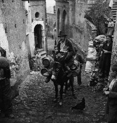 Calabrian Street Scene 1950   #TuscanyAgriturismoGiratola