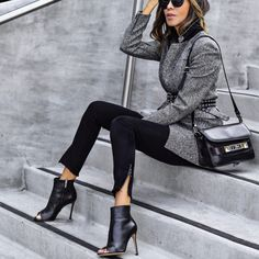 Casual chic outfit in black and gray. Moda Outfits, Chic Outfits, Fall Winter Outfits, Autumn Winter Fashion, Winter Skinny Jeans Outfits, Fashion Fall, Work Fashion, Daily Fashion, Fashion Photo
