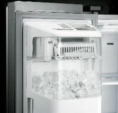 Fabrique de glace transparente intégrée à la porte