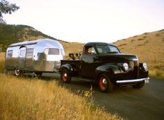 Nice vintage Studebaker truck and Airstream trailer. Nice vintage Studebaker truck and Airstream trailer. Vintage Airstream, Vintage Caravans, Vintage Travel Trailers, Vintage Campers, Airstream Interior, T1 Bus, Vw T1, Vintage Trucks, Old Trucks