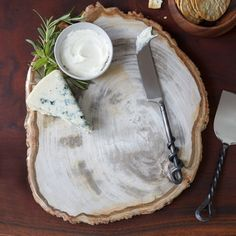 Gifts For Wine Lovers, Gift For Lover, Petrified Wood, Platter, Camembert Cheese, How To Memorize Things, Birthdays, Entertaining, Holiday