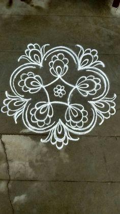 Easy Rangoli Designs Diwali, Rangoli Designs Latest, Free Hand Rangoli Design, Rangoli Ideas, Rangoli Designs With Dots, Rangoli Designs Images, Kolam Rangoli, Flower Rangoli, Beautiful Rangoli Designs