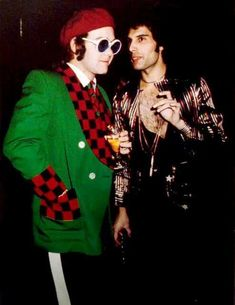 Elton John and Freddie Mercury (the queen), 1977 - another photo, color photo. Queen Freddie Mercury, Stevie Nicks, Freddie Mercuri, Beatles, Rolling Stones, We Will Rock You, Queen Band, Queen Queen, Brian May