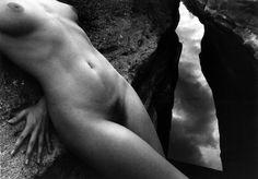 Né à Arles en 1934, Lucien Clergue est l\\\'un des photographes les plus importants de sa génération. Grand ami de Pablo Picasso mais également proche de Jean Cocteau et Salvador Dalí, Lucien Clergue apparait comme un témoin privilégié de cette période artistique intense.Il se fait connaître grâce à ses photos ...