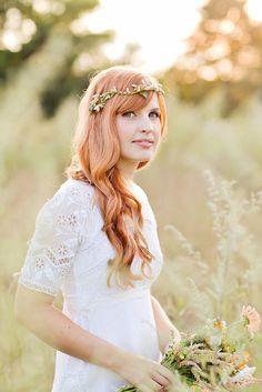 beautiful headpiece (& boho bride)     Photography By / http://esthermathieu.com/wedding