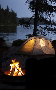 RV And Camping. Great Ideas To Think About Before Your Camping Trip. For many, camping provides a relaxing way to reconnect with the natural world. If camping is something that you want to do, then you need to have some idea Camping Spots, Tent Camping, Campsite, Outdoor Camping, Camping Hacks, Camping Outdoors, Camping List, Camping Essentials, Camping Ideas