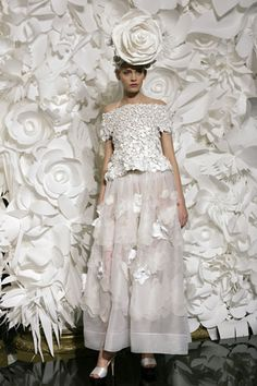 https://search.yahoo.com/search?p=paper flowers chanel fashion show