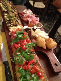 Bruschetta mon amour: vicino al Mercato di Sant'Ambrogio a Firenze, apre Johnny Bruschetta, sosta per golosi di tradizione toscana.