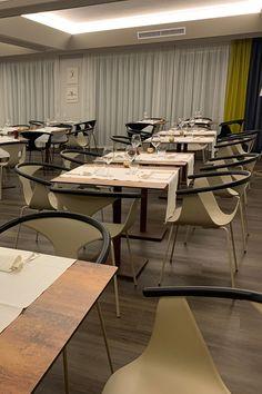 Pavimento laminato - A click - Braga Srl Berry Alloc, Conference Room, Dining Table, Furniture, Home Decor, Decoration Home, Room Decor, Dinner Table, Home Furnishings