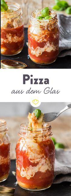 Für deine Pizza aus dem Glas musst du nur deine Zutaten reinfüllen, sie in den Backofen stellen und dann...Gabel rein, Geschmack raus und Genießen!