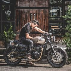 Motorcycle Discover Top 18 Stunning New Inventions cafe racer goldwing cafe racer virago cafe racer cafe racer Triumph Motorcycles, Triumph Scrambler, Indian Motorcycles, Cafe Racer Motorcycle, Motorcycle Style, Cool Motorcycles, Vintage Motorcycles, Triumph Bonneville, Virago Cafe Racer