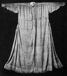Tunic ca 1300 is placed in Bayerische National Museum, Munchen