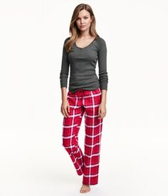 Two-piece pajamas in a soft cotton blend. Long-sleeved top in jersey. Flannel pants with an elasticized drawstring waistband.