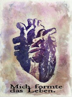 Holzskulptur in Herz: Mich formte das Leben.