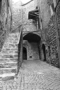 I nostri magnifici e tranquilli borghi Medievali con graziosissimi appartamenti ristrutturati nel pieno rispetto della millenaria storia dei borghi...