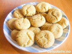 / 250 g teaspoon vanilla sugar (or a few drops of vanilla essence)approximately 7 oz. / 300 g potato teaspoons baking powder Stir butter and sugar light and airy. Vanilla Sugar, Recipe Boards, Vanilla Essence, Cookie Recipes, Nom Nom, Muffin, Goodies, Food And Drink, Baking
