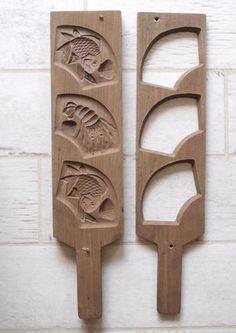 Кашигата («kashigata») — традиционно изготавливается из древесины сакуры (вишневого дерева). Древесину сушат в течении трех лет и лишь после этого делают из нее резные формы. Первые упоминания об этих кондитерских формах относятся к середине 17-го века. Эти формы из дерева используются для изготовления традиционных сладостей под названием ракуган («rakugan»).