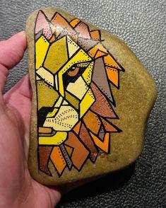 Pebble Painting, Stone Painting, Painting Art, Rock Painting Patterns, Painted Shells, Kindness Rocks, Rock Design, Geometric Art, Painted Rocks