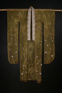 Tanya Lyons, glass / mixed media artist - Natsu (Summer), from Kimono series… Japanese Textiles, Japanese Kimono, Japanese Art, Japanese Style, Costumes Japan, Art Alevel, Creative Closets, Cast Art, Geisha Art
