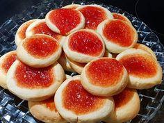 Μπισκότα Τσιζκεικ με μαρμελάδα για όλες τις ώρες.. Hamburger, Biscuits, Peach, Sweets, Candy, Cookies, Fruit, Recipes, Oreos
