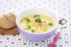 Kyllingsuppe: Suppe er alltid enkelt å ty til i en hektisk hverdag. Denne er smakfull og rask å lage selv. Cheeseburger Chowder, Dinner, Ethnic Recipes, Soups, Food, Cilantro, Food Dinners, Soup, Meals