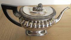 Theepot, gemaakt door zilversmid H. van Assen te Leeuwarden. Periode 1830-1875.