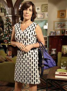 """GLÓRIA PIRES (Roberta Leoni em """"Guerra dos Sexos""""): Os olhos de Glória sempre recebem maquiagem neutra, e as cores ficam nas unhas e nos lábios. """"Uso muito batom pêssego, tanto com brilho, como matte"""", diz Erica Foto: TV Globo / João Cotta."""