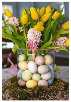 Easter centerpiece egg vase with flowers