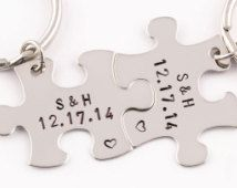 Jahrestag-Datum-Schlüsselanhänger | Puzzle-Stück Schlüsselanhänger | Hand gestempelt Paare-Geschenk | 2 Schlüsselbunde | Geburtstagsgeschenk | Freund Freundin Geschenk
