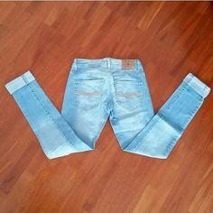 Jeans mango con risvoltino e tagli alle ginocchia. Taglia s. #jeans #mango #risvoltino #semplice
