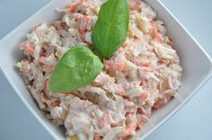 Tuňákový salát s kysaným zelím, mrkví a jablkem
