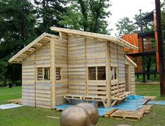 a this tiny house cabin was made from free pallets youtube