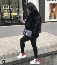Faux fur luxury jacket Best Picture For Mens Classy Style casual For Your Taste You are looking for Winter Outfits For Teen Girls, Winter Fashion Outfits, Fall Winter Outfits, Look Fashion, Nike Fashion, Fashion Women, Luxury Fashion, Casual Winter, Fashion Clothes